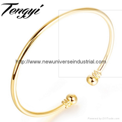 Women Metal Alloy Bangle Gold Bracelet 18K Gold Plated Cuff bangle Elegant Lady