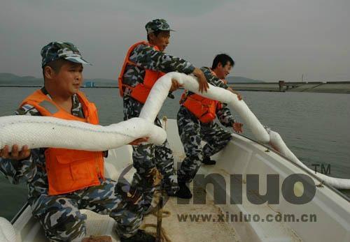 海邊攔油柵