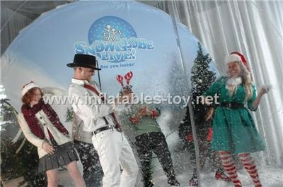Inflatable snow globe for taking photos