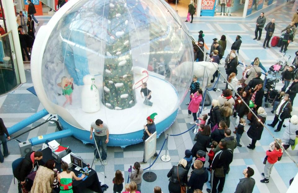 Giant Inflatable Human Snow Globe with Backdrop for Chritmas Decoratio 16
