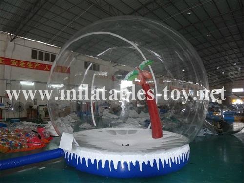 Human bubble globe for taking photos