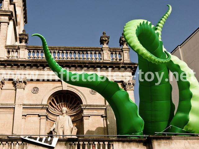 Giant Artist Inflatable Tentacles on the Building for Advertising 6