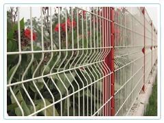 供应质优价廉三角折弯护栏网