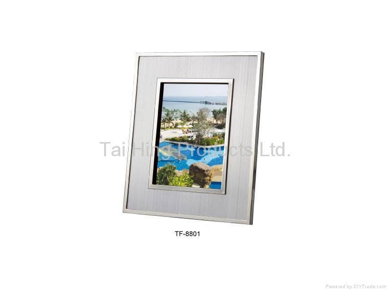 Deluxe Photo Frame 1