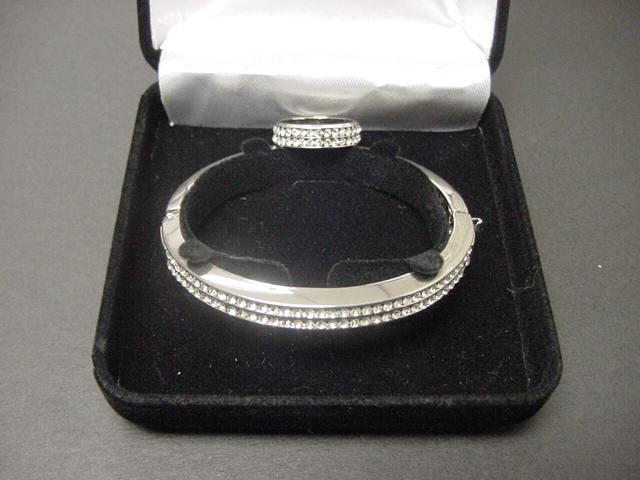 TJ-1052 - Bracelet & Ring 1