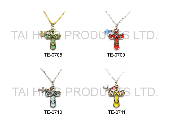 Cross Pendent Necklace 1