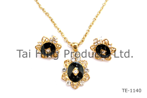 Classic Necklace & Earrings 4