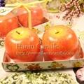两个装红富士苹果圣诞蜡烛
