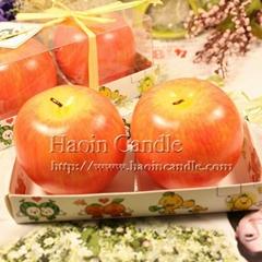 兩個裝紅富士蘋果聖誕蠟燭
