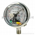 Pressure gauge with electrical connection