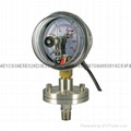 Diaphragm pressure gauge with electrical connectio