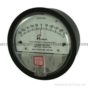 气体微差压表 9