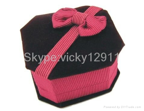 have stocks cufflink boxes 1