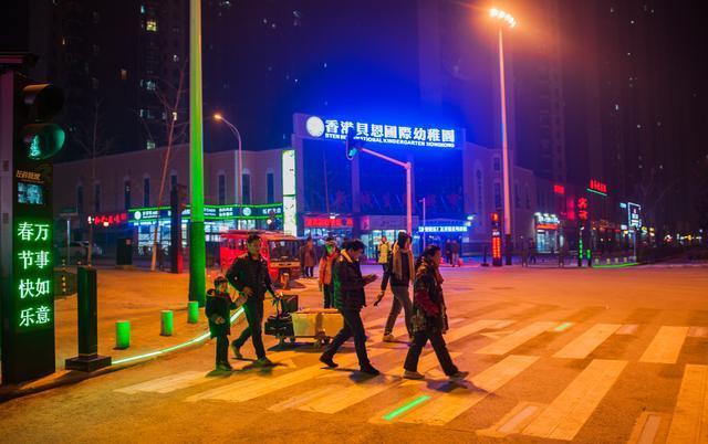 斑马线LED发光砖 1