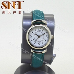 Nice quartz watch with leather strap for lady