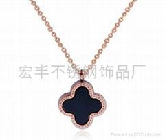 Rose Gold Clover Necklace