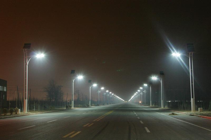 太阳能风能路灯 3