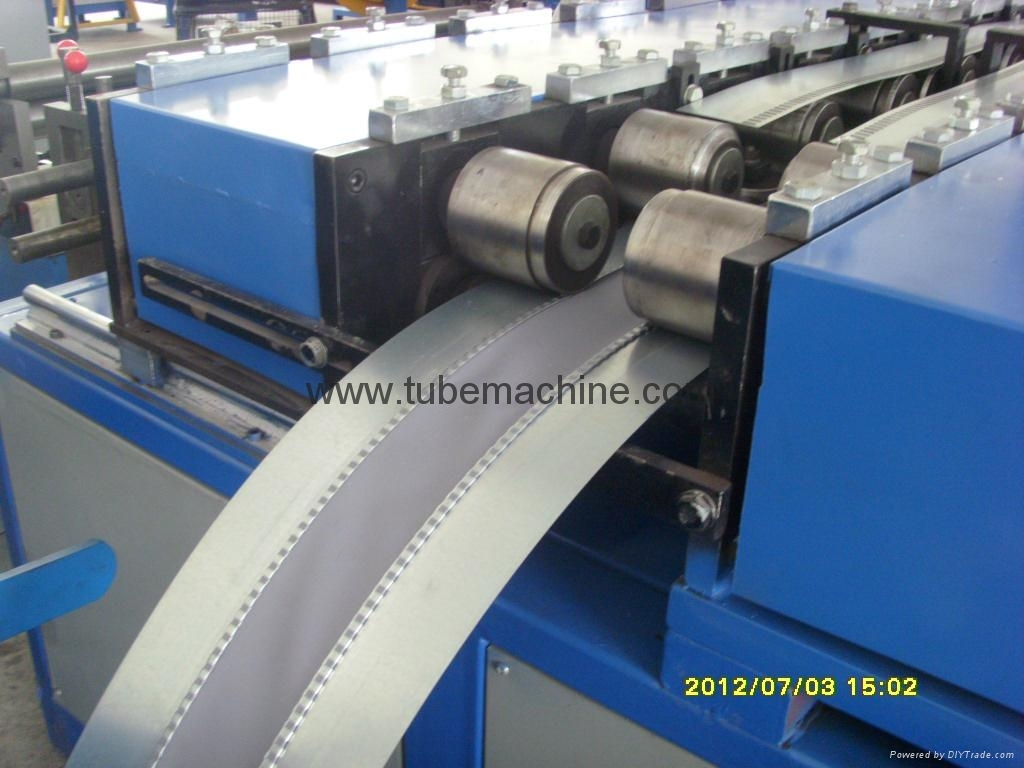 duct connector machine