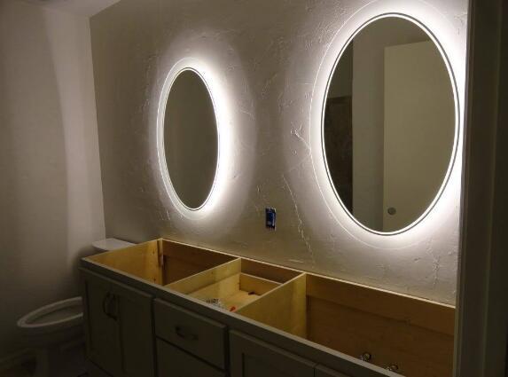 5mm Customized Size Round Iiiuminated LED Bathroom Mirror 3