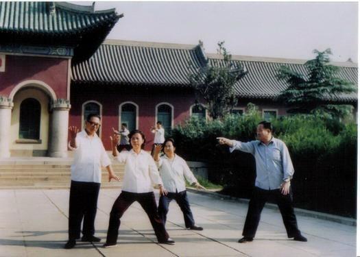 1970年代,前辈杨振基教拳