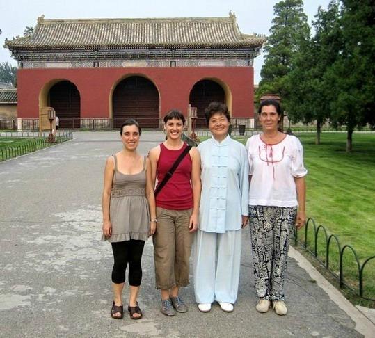 与玛丽等北京合影