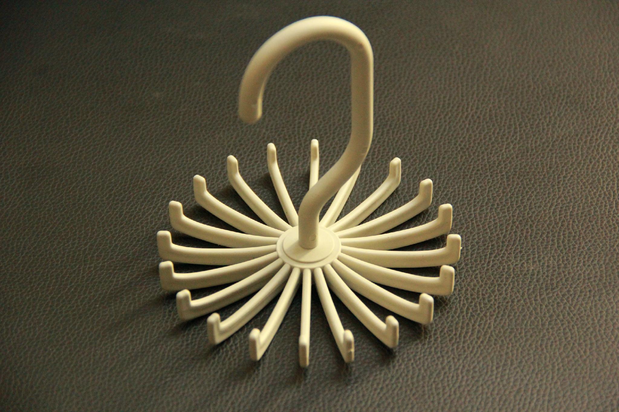 Plastic hanger  5