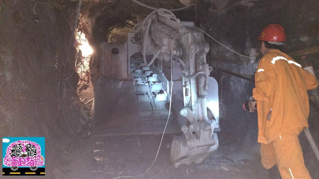 轮胎式挖掘装载机 3