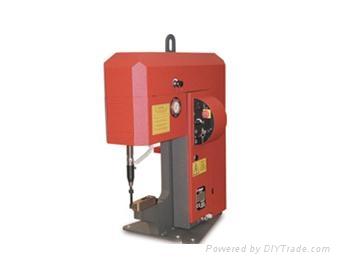 液压驱动式冲压设备 1