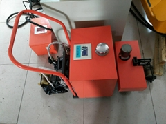 智能型轨枕立螺栓除垢涂油器