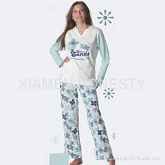 Ladies pyjamas made of 1