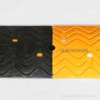 高强橡胶减速带 1