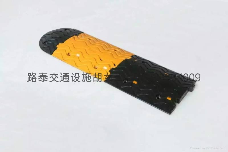 高强橡胶减速带 2