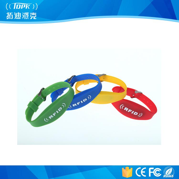 13.56MHz HF Water-Proof Silicone RFID Wristband / Bracelet 1