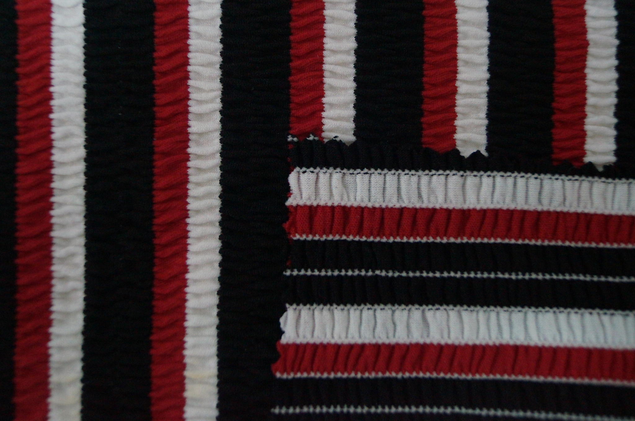 锦纶涤纶氨纶拉架条子条纹皱布泡泡布色织针织面料 3