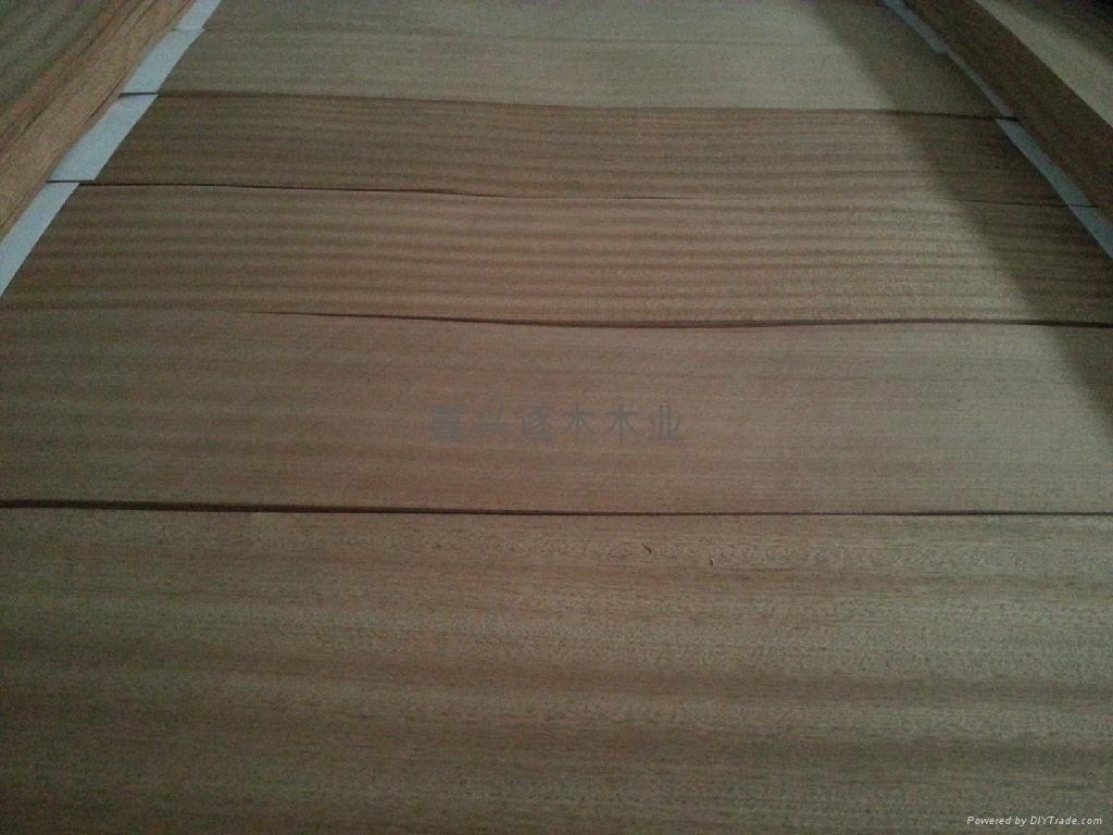 公司现生产一批沙比利地板木皮,颜色浅红且统一 板面宽,无黑沙,无结疤