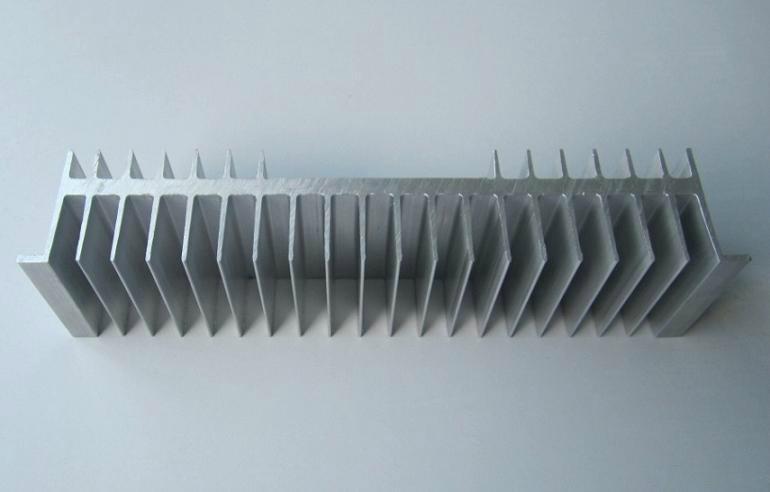 散热器铝型材 4
