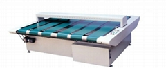 Conveyor metal detector for textile