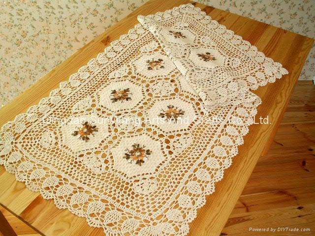 ribbon embroideried with crochetlace tablecloth