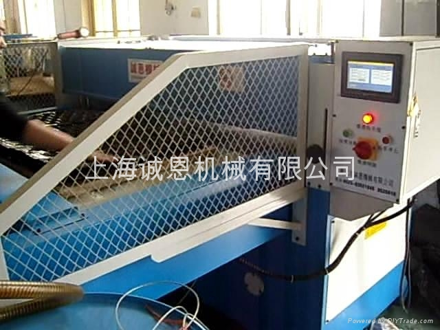 雙邊自動送料吸塑裁斷機 1
