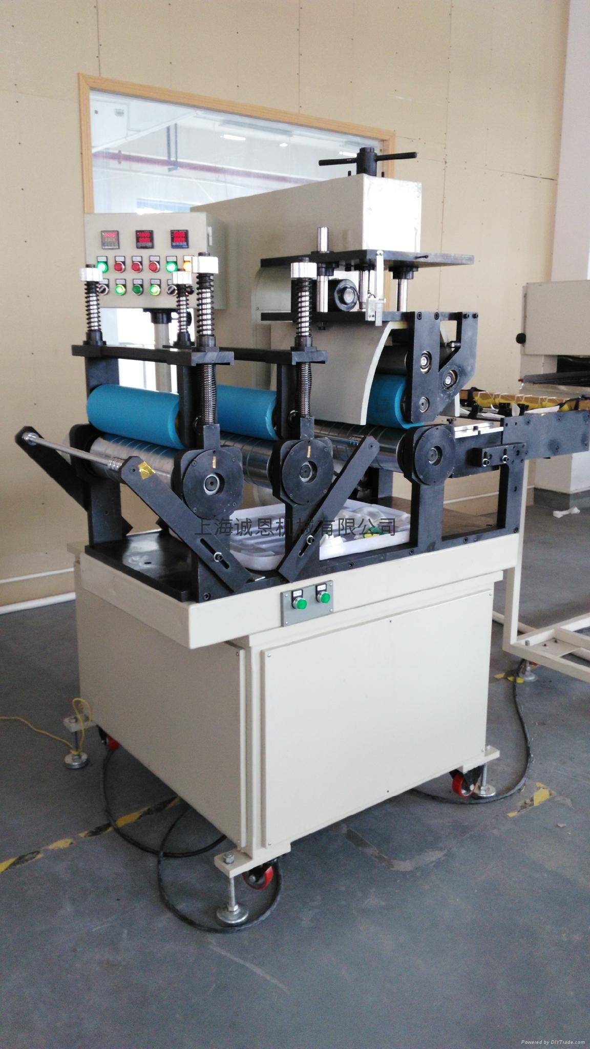 Waterproof zipper laminating machine 6