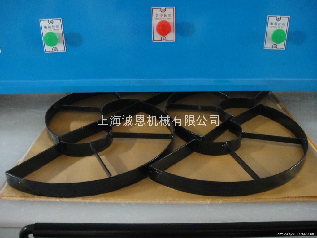 四柱液壓平面裁斷機 5
