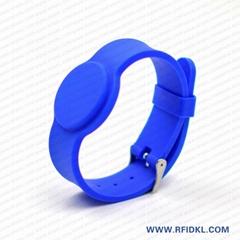 《廠家直銷》RFID胿膠手腕帶 鐵扣腕帶