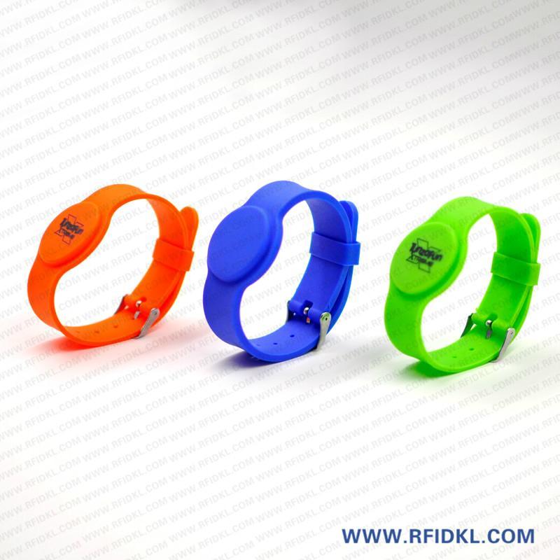 《厂家直销》RFID胿胶手腕带 铁扣腕带  3