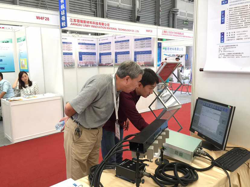 三維總經理許敬平在介紹系統。