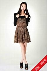 2012论雨雪纺圆领背带连衣裙咖啡色均码春季