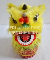 Chinese small handicrafts special gifts lion sitting on drum_ 8x8x17cm