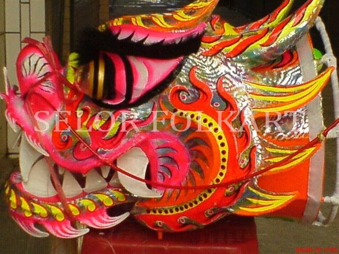 Chinese traditional dragon dance 6