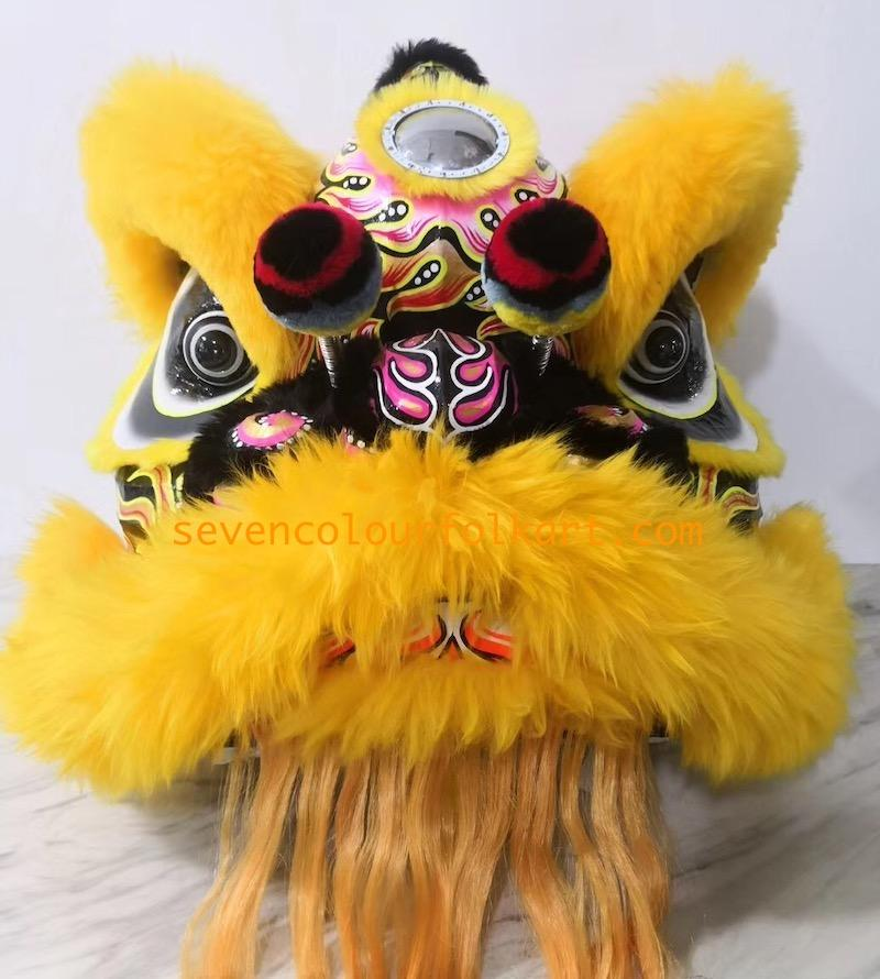 Gold-yellow color futsan style lion head