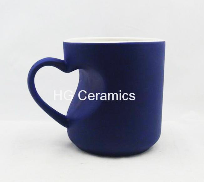 Heart shape color change mug  3