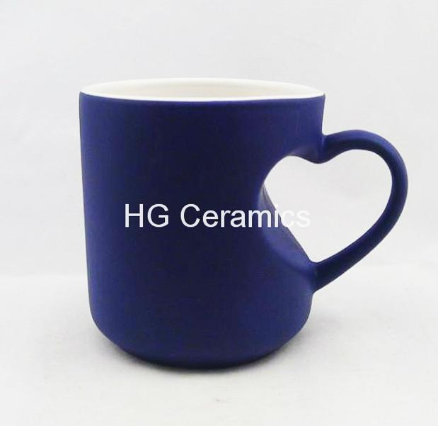 Heart shape color change mug  4